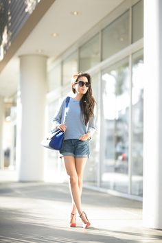 Jean madewell shorts and either red stripes or blue and white with heels Nyc Fashion, Denim Fashion, Fashion Outfits, Wendy's Lookbook, Casual Elegance, Weekend Wear, Look Chic, Comfortable Fashion, Mode Style