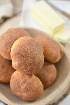 Hey Keto Friends – Here is a quick and easy homemade keto roll recipe. If you are looking for delicious, tasty, and moist dinner rolls for a low carb diet then try this one out. This is my favorite way to make keto rolls and enjoy bread! Low Carb Coconut Bread Recipe, Egg And Bread Recipes, Keto Bread Coconut Flour, Coconut Flour Cakes, Easy Keto Bread Recipe, Keto Flour, Keto Banana Bread, Bread Maker Recipes, Healthy Bread Recipes