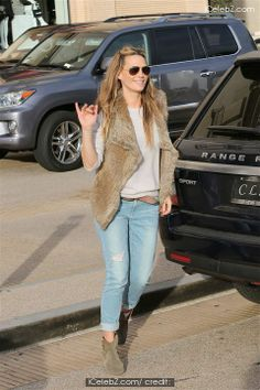 Molly Sims and family shopping at Barney's New York in Beverly Hills http://www.icelebz.com/events/molly_sims_and_family_shopping_at_barney_s_new_york_in_beverly_hills/photo5.html
