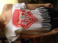 DIY T-shirt with fringe - #everyonesalobo
