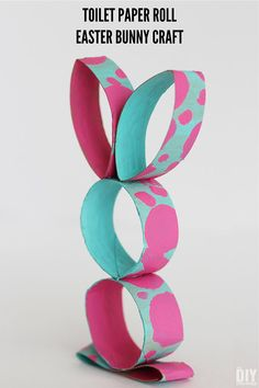 Toilet Paper Roll Easter Bunny Craft. This toilet paper craft is very easy to make. Fun Easter craft to do with kids. #easter #eastercrafts #easterbunny