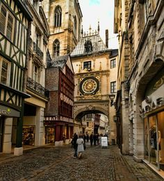 Gros Horloge, Rouen, Haute-Normandie, France - Only great stories from the Old World. Best Vacation Destinations, Best Vacations, Places To Travel, Places To See, Wonderful Places, Beautiful Places, Belle France, Rouen, Photos Voyages