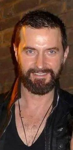Fur and Necklace alert.  and three more hours until the next photos roll in....Richard Armitage, STAR!
