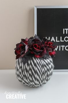 Get your Halloween decorating on with this easy to make DIY Halloween Yarn Pumpkin. You only need a few simple supplies to recreate this craft. Halloween Yarn, Halloween Flowers, Easy Halloween Decorations, Halloween Pumpkins, Happy Halloween, Diy Crafts To Sell, Diy Crafts For Kids, Sell Diy, Kids Diy