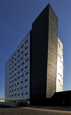 Black Boxes, Mestre, 2004 http://bit.ly/zMjMRO #archilovers #architecture #shoppingcenter