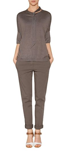 Detailed in an elegant neutral shade, this tie-neck cashmere-silk knit top from Brunello Cucinelli features characteristic micro embellishment and a chic modern cut #Stylebop 38156-19031 руб 405 евро