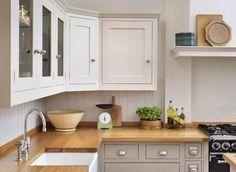 magnifique cuisine blanche et grise, une suggestion intéressante qui combine du gris, du blanc et du bois