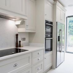 Modern And Trendy Kitchen Cabinets Ideas And Design Tips – Home Dcorz White Kitchen Cabinets, Kitchen Cabinet Design, Interior Design Kitchen, Kitchen Countertops, Soapstone Kitchen, Kitchen Cabinetry, Pantry Cabinets, Shaker Kitchen, Painting Kitchen Cabinets