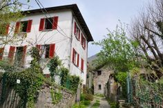 Comomeer: Huis van voor 1900 met veel oorspronkelijke elementen: voor de liefhebber.€280.000