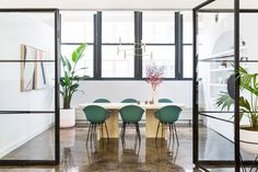 Cool Conference - How An Empty Office Became A Color-Splashed Paradise - Photos Lounge Design, New York Office, Bathroom Storage Solutions, Chaise Vintage, Office Lounge, Workplace Design, Fashion Room, Office Interiors, Decoration