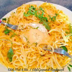 Edels Mat & Vin: Vegetar spaghettiform med Camembert 💚 Emiliana Ad... Adobe, Spaghetti, Ethnic Recipes, Food, Cob Loaf, Essen, Meals, Yemek, Noodle