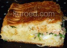Пирог с рисом, лососем, яйцами и зеленью из слоеного дрожжевого теста