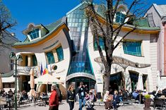 The ''Crooked House'' Shopping Mall, Sopot, Poland by Jan Marcin Szancer. I wanna see it myself Unusual Buildings, Interesting Buildings, Crooked House, Mall Design, Historical Monuments, Construction, Earthship, Amazing Spaces, Beautiful Homes