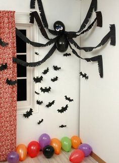 Spinne basteln – 60 krabbelige Halloween Deko Ideen zum Selbermachen What a scary great Decoration. Halloween Wall Decor, Easy Halloween Decorations, Halloween Crafts For Kids, Scary Halloween, Wall Decorations, Scary Witch, Anime Halloween, Halloween Table, Valentine Decorations