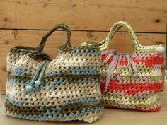 Borsa fettuccia estiva multicolor lavorata a crochet