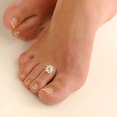 Toe ring♥♥  Where can I get one