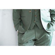 新郎衣装|グリーンでカジュアルなノーカラースーツ : 結婚式の新郎衣装に関するお話|カジュアルウェディングまとめ