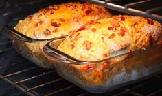 Pain au bacon et cheddar Recipes With Yeast, Yeast Bread Recipes, Bread Machine Recipes, Cooking Recipes, Keto Bread, Bacon Bread Recipe, Savoury Biscuits, Food Inspiration, Food To Make