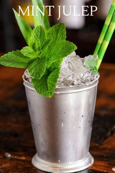 This Pineapple Mint Julep is full of flavor with pineapple rum, blackstrap rum, bourbon, mint and molasses. A great crushed ice cocktail! #cocktails #rum #whiskey #mint Rum Punch Recipes, Rum Recipes, Julep Recipe, Mojito Recipe, Bourbon Cocktails, Classic Cocktails, Tequila, Vodka, Pineapple Mint