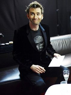 Velvet jacket *and* Star Wars tee. As if i needed to explain why David Tennant is AMAZING.