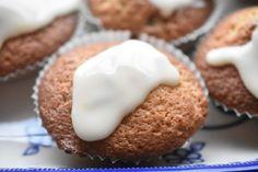 Muffins med appelsin og chokolade – opskrift •nogetiovnen.dk Breakfast, Food, Morning Coffee, Essen, Meals, Yemek, Eten