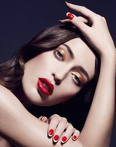 Interesting pose, I think! Edgy Makeup, Bold Makeup Looks, Creative Makeup Looks, Love Makeup, Beauty Makeup, Best Photo Poses, Nail Photos, Florian, Beauty Shoot