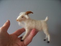White Goat Wool Needle felted por woolinlegends en Etsy