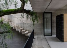 3archlab's concrete courtyard house is positioned against a cliff
