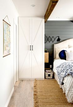19 Genius Ways to Store More in Your Small Bedroom Small Bedroom Organization, Bedroom Storage, Organization Ideas, Small Double Bedroom, Small Bedrooms, Narrow Bedroom Ideas, Small Bedroom Wardrobe, Modern Farmhouse, Ikea Units