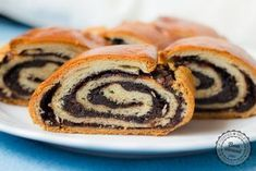 Kakaový závin | bonvivani.sk Czech Recipes, Russian Recipes, Ethnic Recipes, Cocoa Bread, A Food, Food And Drink, Yeast Rolls, Christmas Sweets, Vietnamese Recipes