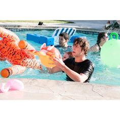 EXCLUSIVE PIC Ashton Gets Wet 'N' Wild In 5SOS' Amnesia Video! ❤ liked on Polyvore featuring 5sos, ashton, ashton irwin, 5 seconds of summer and bands