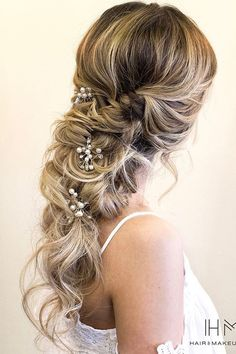 24 Lovely Wedding Hair Accessory Ideas & Tips ❤ See more: http://www.weddingforward.com/hair-accessories-inspiration/ #wedding #hairstyles