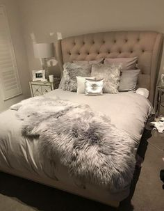 9 Glowing Tips AND Tricks: Minimalist Bedroom Design Studio Apartments minimalist interior house decor.Minimalist Bedroom Design Studio Apartments minimalist home bedroom grey.Minimalist Home Bedroom Grey. Bedroom Apartment, Home Bedroom, Girls Bedroom, Master Bedroom, Bedroom Decor, Bedroom Ideas, Bedroom Simple, Bedroom Images, Cozy Apartment