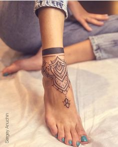 Some of our favorite artists dropped a slew of new ankle tattoos this month. - Some of our favorite artists dropped a slew of new ankle tattoos this month. As usual its mainly fl - Mini Tattoos, Love Tattoos, Body Art Tattoos, Small Tattoos, Tatoos, Cute Foot Tattoos, Foot Tattoos For Women, Ankle Tattoos For Women Mandala, Ankle Tattoo Mandala