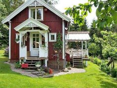 """(near Gothenburg and the Swedish west coast!) Toje"""" (near Gothenburg and the Swedish west coast!) Perfect Small Cottage House Plans Ferienhaus in Småland am See - Haus Lena Cottage sweden Swedish Cottage, Red Cottage, Swedish House, Cozy Cottage, Cottage Homes, Cottage Style, Red Houses, Little Houses, Scandinavian Home"""
