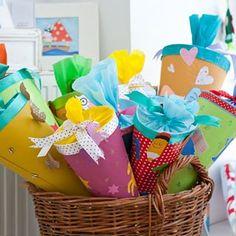 💛 Alles von Hand mit Herz 💛 (@die_buntique) • Instagram-Fotos und -Videos Gift Wrapping, Children, Instagram, Videos, Gifts, Photos, Beginning Of School, Heart, Gift Wrapping Paper