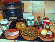 RECETA: CARACOLES A LA MONTAÑESA. Tradicional receta de caracoles tal y como se preparan por Navidad en Cantabria. Guisados en Olla Ferroviaria o Puchera. http://www.elclubdelapuchera.com/2013/11/recetario-para-olla-ferroviariacaracoles.html