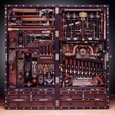 The Studley Tool Chest. Master craftsman Henry O. Studley was an organ and piano maker, carpenter, and mason. He is best known for building this incredible tool chest. But then I couldn't buy anymore tools! Antique Tools, Old Tools, Vintage Tools, Woodworking Plans, Woodworking Projects, Carpentry Tools, Green Woodworking, Woodworking Shop, Woodworking Magazines