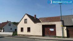 3800 Scheideldorf: Landhaus zum Sanieren Garage Doors, Shed, Outdoor Structures, Outdoor Decor, Home Decor, Real Estates, Farmhouse, Decoration Home, Room Decor