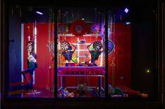 Fashion Factory. Una fabbrica coloratissima. (Negozio: Harvey Nichols, Londra)