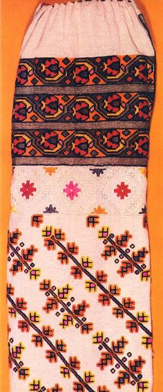 FolkCostume&Embroidery: Costume and Embroidery of Bukovyna, Ukraine, part 1 morshchanka Folk Embroidery, Embroidery Designs, Folk Costume, Traditional Outfits, Pin Collection, Ukraine, Needlework, Bohemian Rug, Cross Stitch