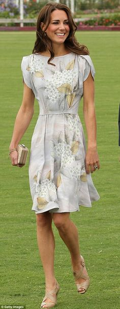 Kate Middleton - I like everything this girl wears! #katemiddleton, #royalcouple.