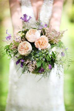 rustic pretty wedding bouquet