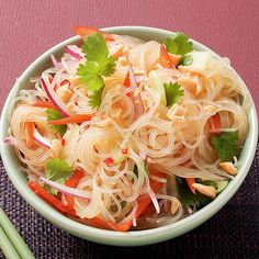 glass noodle salad - Recipes for dinner easy and healthy Chicken Parmesan Recipes, Chicken Salad Recipes, Healthy Salad Recipes, Vegetarian Recipes, Vegetarian Grilling, Grilling Recipes, Glass Noodle Salad, Grilled Chicken Salad, Asian Recipes