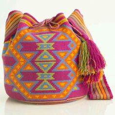 Hermosa Collection Wayuu Bags Handmade by One Thread at a time. Una Hebra Wayuu Mochila Bags of the Finest Quality. Tapestry Bag, Tapestry Crochet, Form Crochet, Crochet Patterns, Knitting Accessories, Bag Accessories, Mochila Crochet, Crochet Baby Boots, Crochet Handbags