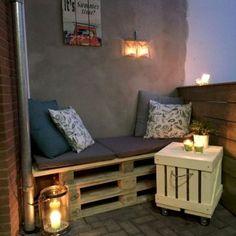 Beautiful and cozy apartment balcony decor ideas (44)