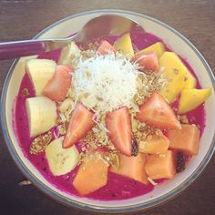 "@melanieoldenaturopath's photo: ""I'm on holidays at the moment in Bali and just has the most amazing breakfast! Pittaya fruit bowl- (aka dragon fruit) makes the most amazing purple colour!! That teamed with mango, banana, strawberries and coconut muesli. Heaven on earth right there! #healthyeating #yum #healthybreakfast #heavenonearth"""