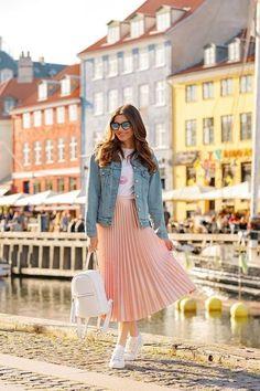 45 Classy Midi Skirt Outfit for Women - Fashionnita Look Fashion, Hijab Fashion, Fashion Dresses, Spring Fashion, Long Skirt Fashion, Classy Fashion, Steampunk Fashion, Gothic Fashion, Fashion Women