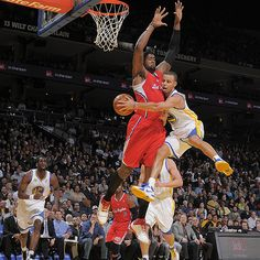 Stephen Curry passes it around DeAndre Jordan