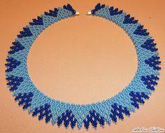 Valcsiságok Bead Jewellery, Ethnic Jewelry, Beaded Jewelry, Beaded Necklace, Handmade Beads, Handmade Jewelry, Triangle Necklace, Beaded Collar, Jewelry Making Tutorials